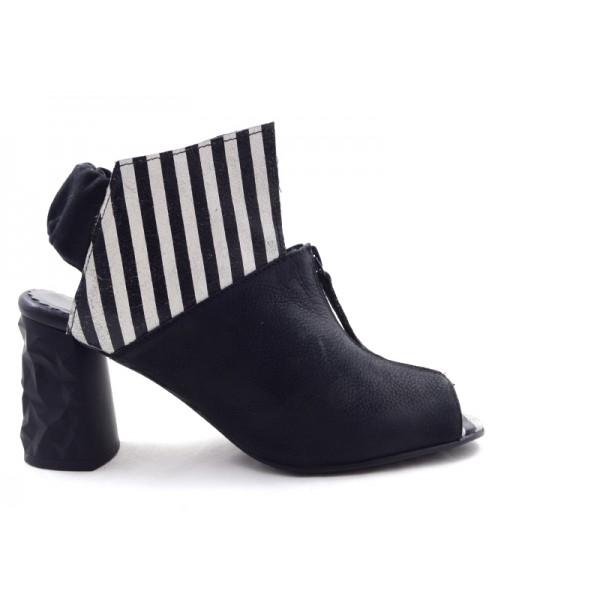 aniela black white stripes PAPUCEI